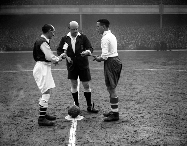 Soccer - Football League Division One - Arsenal v Tottenham Hotspur