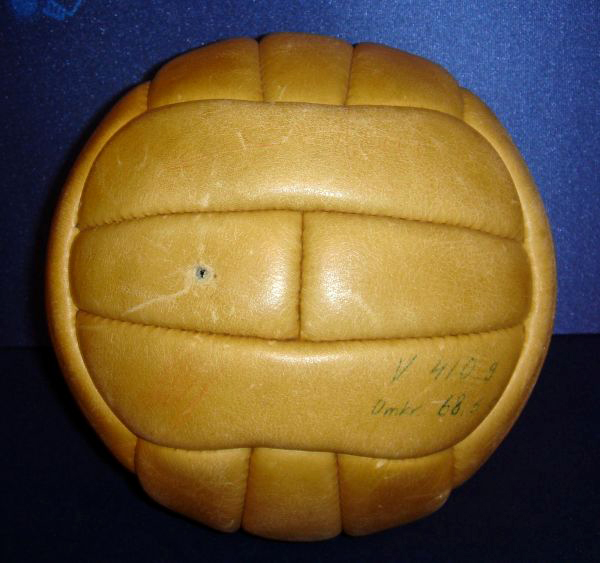 1958_FIFA_World_Cup_ball_Top_Star_number_55_Sweden_small_600